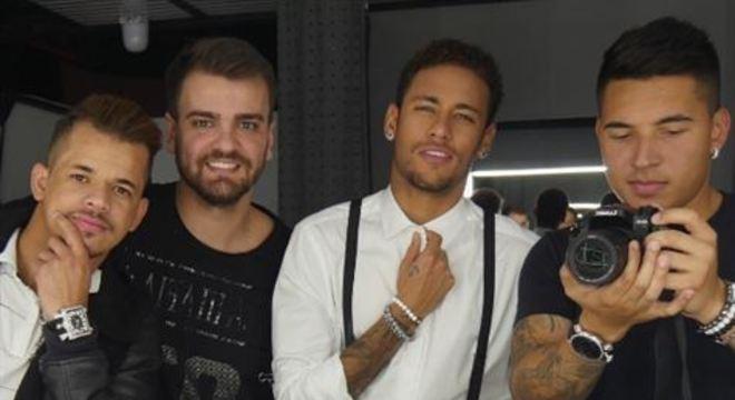 Neymar e seus infalíveis 'parças'. Reforço para enfrentar a pressão