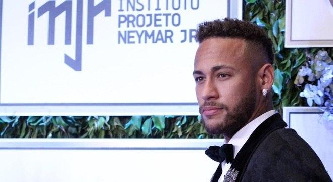 Neymar apareceu em público pela 1ª vez desde a Copa do Mundo