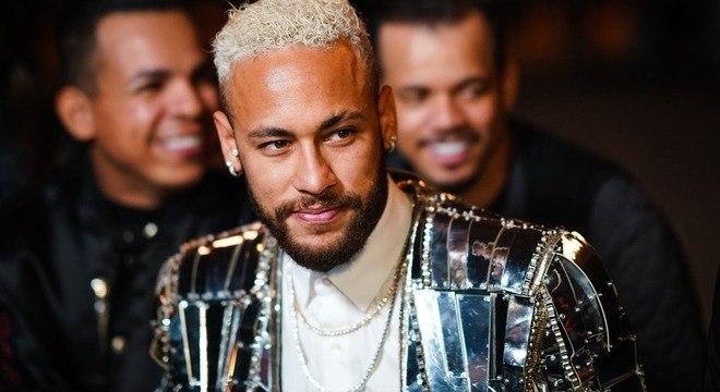 O 'maduro' Neymar.  Jaqueta de espelhos de R$ 64 mil na noite de Paris