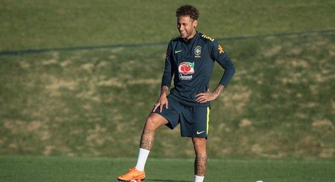O sorriso de Neymar pisando na bola. Exorcizando os traumas
