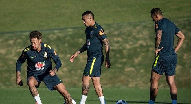Neymar correu sem medo, ao lado de Gabriel Jesus e Danilo
