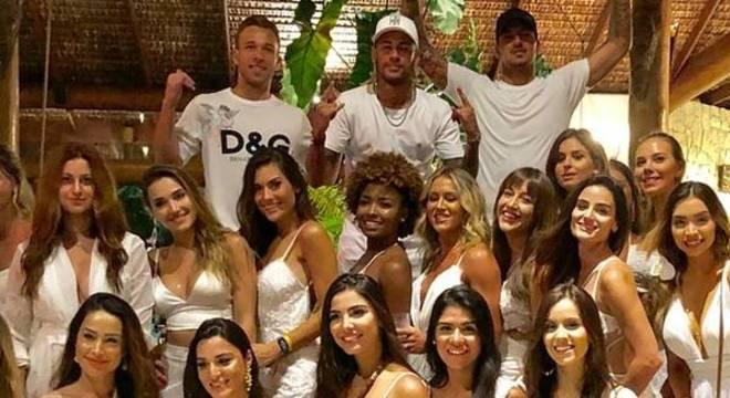 Neymar no reveillon. Com Arthur e Medina. Pode pensar, mas não é um menino