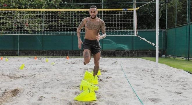 Neymar treinando muito forte para voltar ao PSG. E forçar ida ao Barcelona
