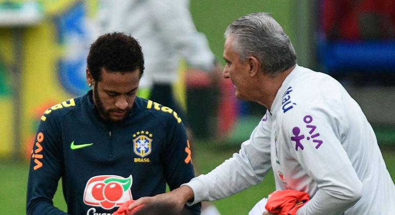 Por ironia, Neymar segue usando Nike. É a patrocinadora oficial da seleção brasileira