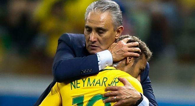 Neymar tem a retaguarda de Tite. E sabe disso. Na Seleção não corre risco