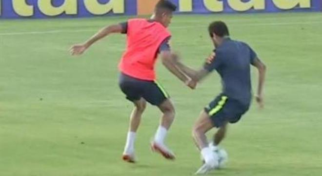bcb81f8a4b2c4 Neymar toma o drible humilhante e apela. Isso é comportamento de ídolo?