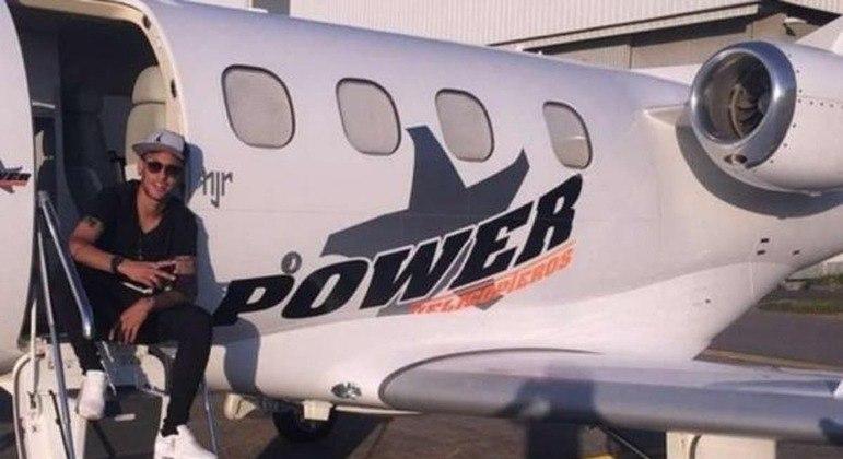 Jatinho, helicóptero. A força econômica de Neymar para trazer seus convidados para a festa