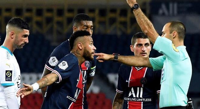 Neymar diz ser alvo de racismo do jogador Alvaro