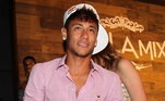 Já aos 20 anos tiveram comemorações maiores... Neymar ainda jogava no Santos e fechou uma casa noturna em São Paulo e jornalistas só foram permitidos do lado de fora. Teve muita música sertaneja, os amigos do Santos, famosos e, claro, os parças de sempre