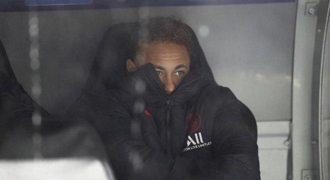 Neymar ficou no banco no primeiro tempo de jogo contra Real Madrid