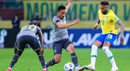 Neymar, como de costume, foi muito marcado