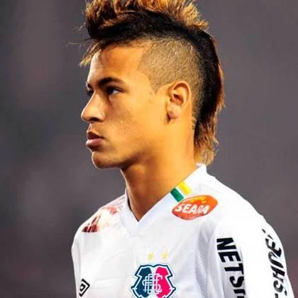 Neymar com a camisa do Santa Cruz