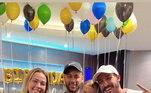 Em Agosto, Neymar não deixou os nove anos de Davi Lucca passar sem festa. Em sua casa em Paris, o atacante comemorou o aniversário ao lado de Carol Dantas, mãe de Davi, do marido dela Vinícius Martinez e de Valentin, irmão do aniversariante. O jogador fez questão de deixar claro que estava em família