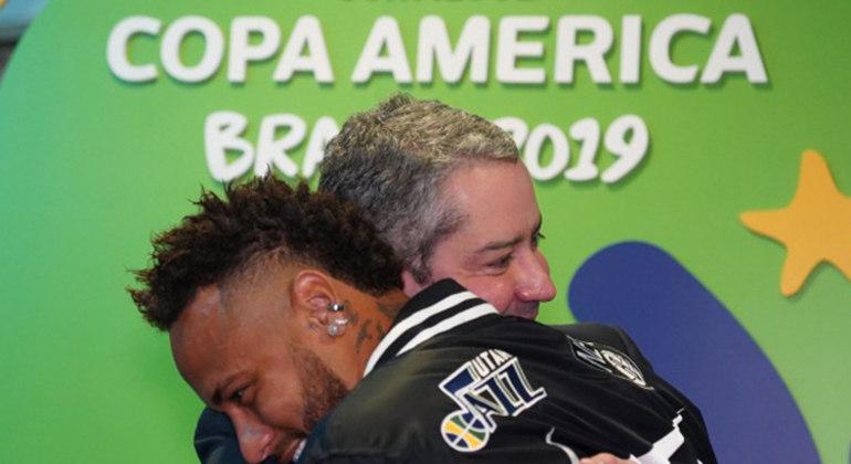 Neymar tem muito a agradecer a Caboclo e seu escândalo. Rompimento com a Nike foi esquecido