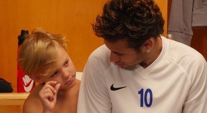 Neymar sempre que consegue está com o filho Davi Lucas