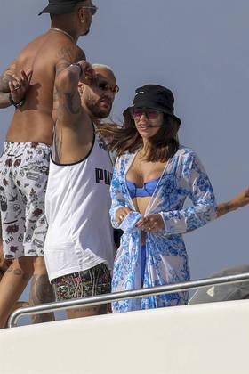 Neymar foi flagrado em um passeio de iate em Formentera, na Espanha, nesta segunda-feira (2), com amigos e com a suposta nova affair. O nome do jogador virou um dos assuntos mais comentados do Twitter depois que internautas e fãs que torcem pela volta do casal 'Brumar' confundiram a jovem com Bruna Marquezine. Mas, logo depois, a identidade de Bruna Biancardi foi revelada; saiba mais sobre ela