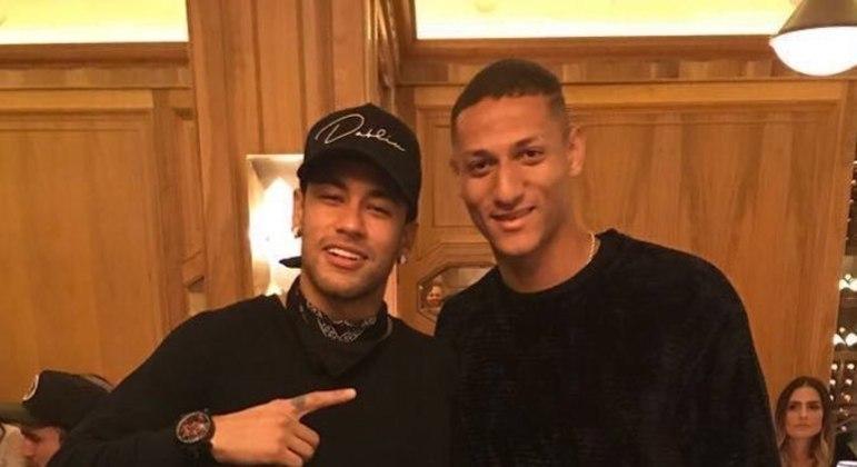 Neymar e Richarlison fizeram a Polícia Civil e oficial de Justiça entrarem na concentração brasileira