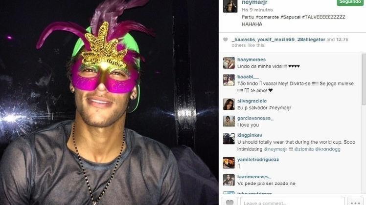 Neymar, em 2014: Marcado pelo término recente com a atriz, Neymar não conseguiu liberação do Barcelona e permaneceu na Europa. Ele era esperado em Salvador, onde foi convidado por Ronaldinho Gaúcho para seu camarote