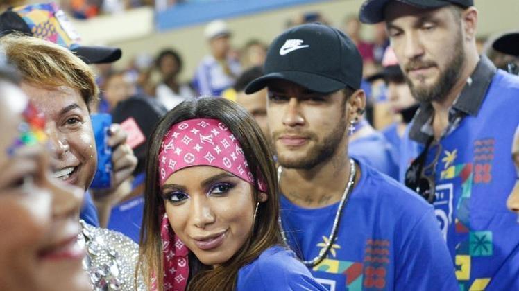 Neymar, em 2019: De volta ao Carnaval brasileiro, Ney literalmente causou no Rio de Janeiro. O grande assunto na Marquês de Sapucaí foi o affair do atleta com a cantora Anitta. Os dois foram flagrados se beijando em um camarote e o assunto viralizou nas redes sociais