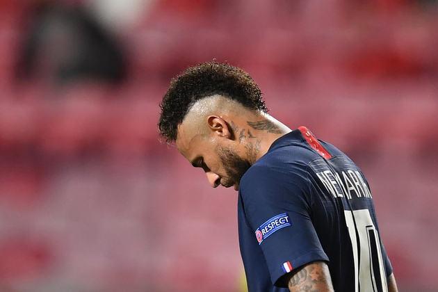 Neymar em um momento de tristeza após o vice-campeonato na Champions.