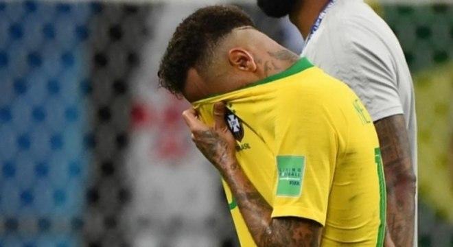 Se esconder, só com mensagens de parças, torna o mundo de Neymar mais artificial