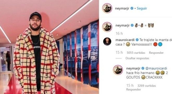 Neymar acompanhou o jogo do PSG com casaco estiloso