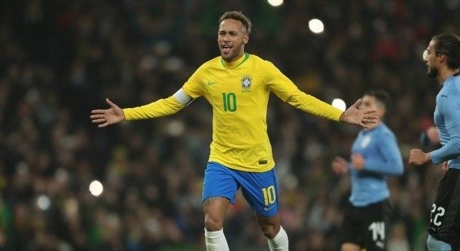 Preparador diz que Neymar terá mais jogos antes da Copa América