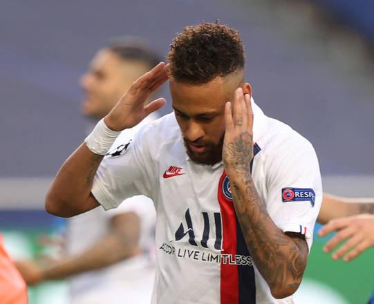 A torcida brasileira pediu e Neymar atendeu. O camisa 10 do Paris Saint-Germain preparou um penteado especial para a partida desta quarta-feira (12), contra a Atalanta-ITA, pelas quartas de final da Champions League. Depois de muito insistir (e perder oportunidades claras), o craque brasileirou conseguiu ajudar seu time na vitória de virada por 2 a 0