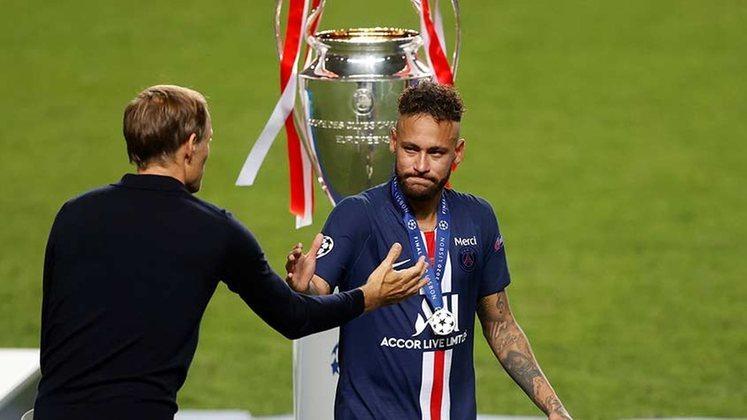 Neymar lamentou muito o vice-campeonato da Champions. O astro bem que tentou, mas não conseguiu levantar a taça com a equipe francesa.
