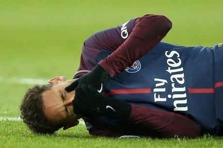 Neymar sofreu lesão no dedo mínimo do pé direito