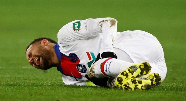 Neymar se machucou em partida da Copa da França e desfalca PSG na Liga dos Campeões