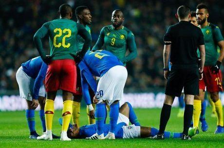 Neymar se machucou com sete minutos de partida