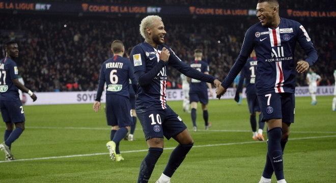Neymar e Mbappé no Campeonato Francês em janeiro