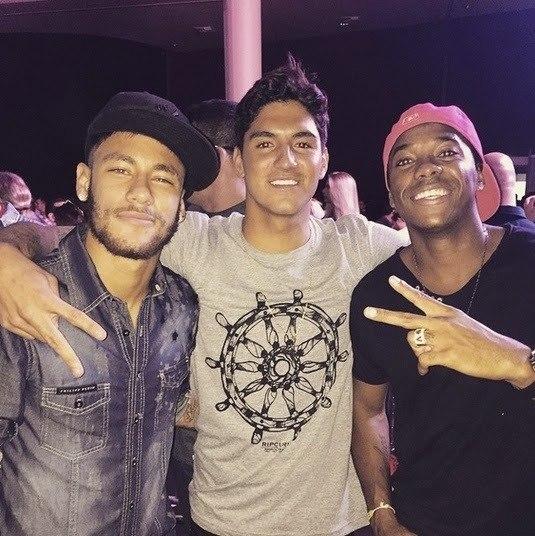 Neymar e Robinho tiveram atitudes opostas à acusação de estupro