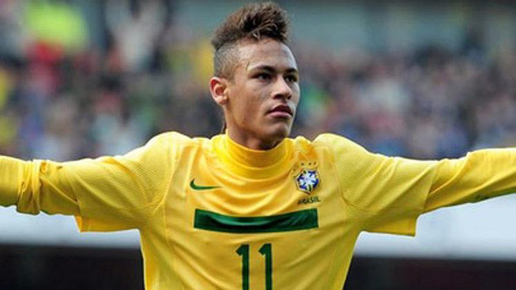 NEYMAR - Não foi a primeira vez que Neymar foi vítima de racismo na Europa. Em um amistoso da Seleção Brasileira contra a Escócia em 2012, o brasileiro foi xingado de macaco por um torcedor alemão infiltrado na torcida escocesa.