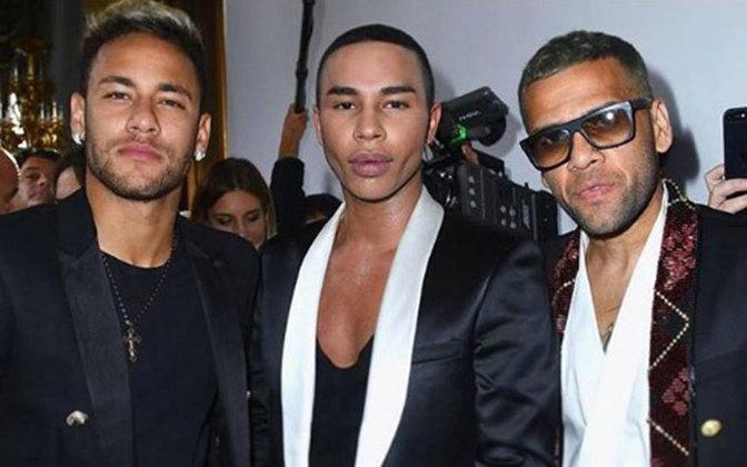 Neymar não poderia ficar de fora da nossa lista. O craque gosta de se vestir bem e frequenta desfiles de moda ao redor do mundo