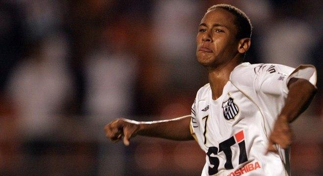 Neymar marcou o terceiro gol da vitória do Santos por 3 a 0 sobre o Mogi Mirim