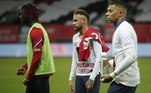 No Campeonato Francês, a vitória do PSG de Neymar e Mbappé por 2 a 0 sobre o Brest foi insuficiente para comemorar o título nacional da temporada, que ficou com o Lille