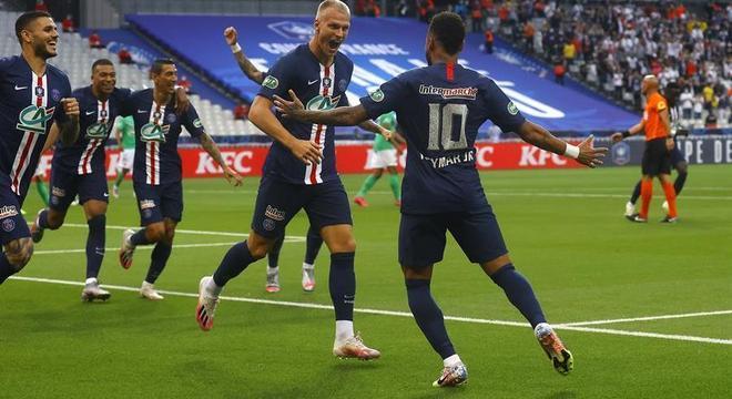 O time corre para comemorar o gol de Neymar. Ele seria ainda mais útil sem Mbappé