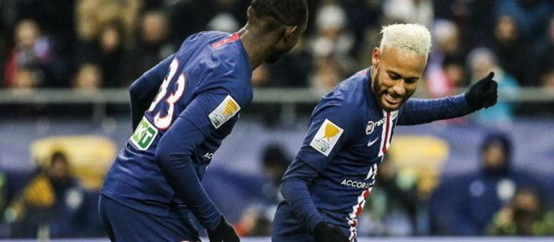 Neymar comemora um dos três gols que teve perticipação