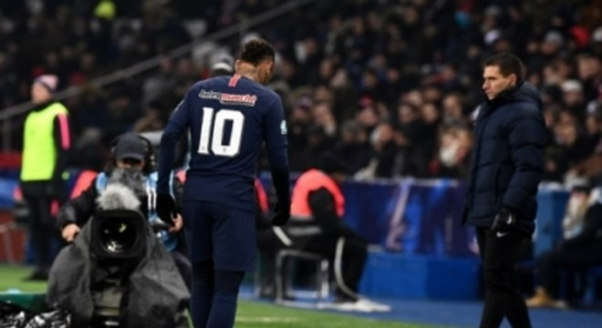Mais uma vez Neymar lesionou o quinto metatarso