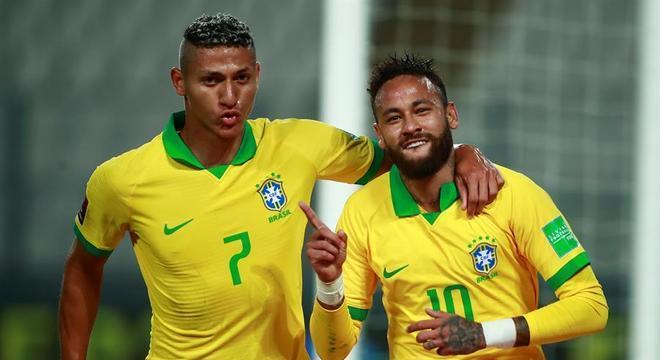 Neymar homenageia Ronaldo ao marcar contra o Peru
