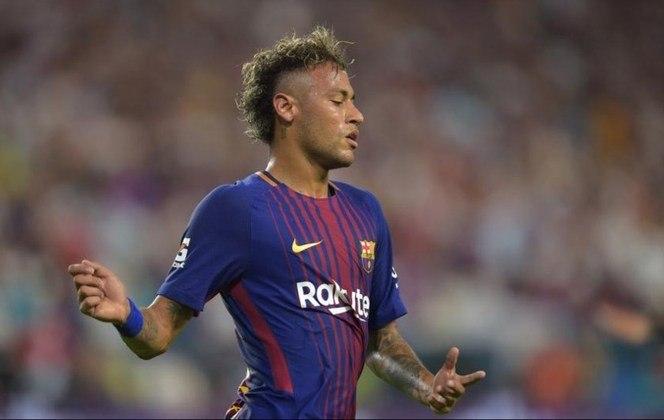 Neymar saiu do Santos para o Barcelo em 2013. Na temporada 2014-15, Neymar conquistou seu primeiro título nacional ao ganhar o Campeonato Espanhol no time Catalão.