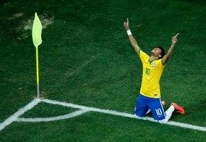 Neymar vai ser o quinto jogador na história do Brasil a usar a camisa 10 da  ... f777b48b60359