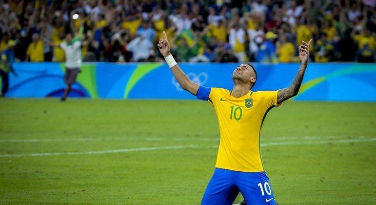 Neymar na final do futebol da Olimpíada Rio 2016, com o uniforme olímpico