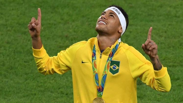 Neymar tem duas Olimpíadas no currículo. O atacante fez três gols na campanha da prata em 2012 e marcou quatro vezes na conquista da medalha de ouro no Rio de Janeiro. Neymar era do Santos em 2012 e defendia o Barcelona em 2012.
