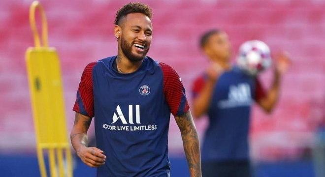 Neymar volta a treinar após se recuperar da covid-19