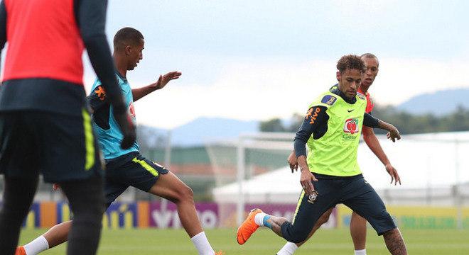 Neymar treinou junto dos demais jogadores na Granja Comary 094f223dde913