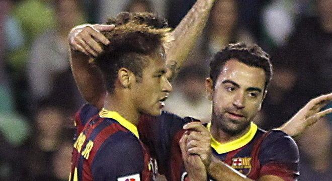 Neymar e Xavi Alonso juntos no Barcelona
