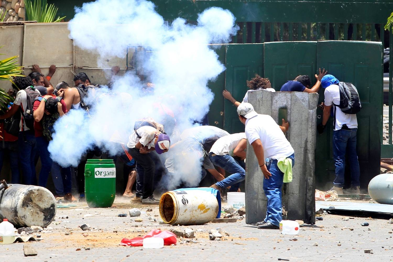 Presidente da Nicarágua revogará reforma que provocou protestos